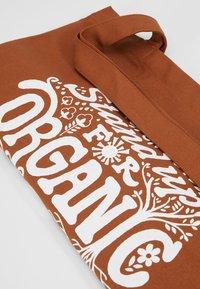 Patagonia - MARKET TOTE - Sports bag - earthworm brown - 2
