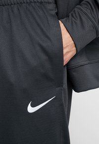 Nike Performance - M NK RIVALRY TRACKSUIT - Träningsset - anthracite/white - 8