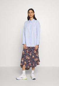 Gestuz - IBBY OVERSIZES - Button-down blouse - xenon blue - 1
