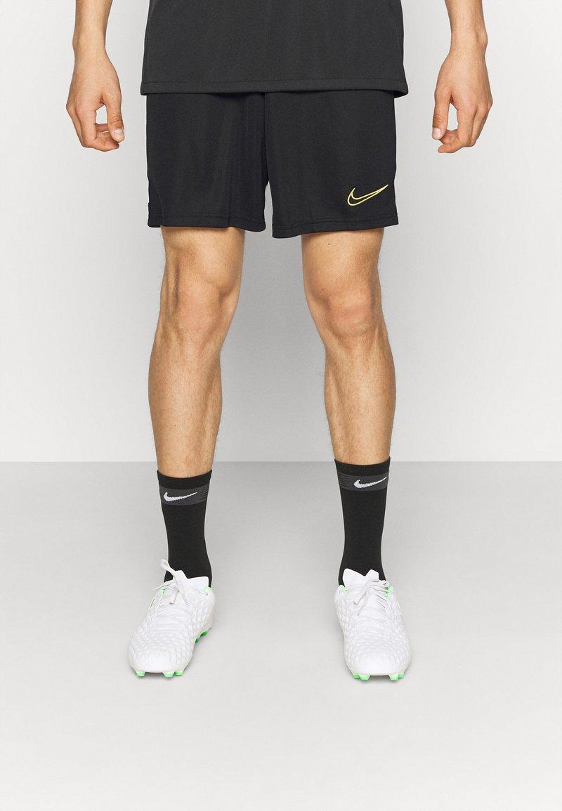 Nike Performance - SHORT - kurze Sporthose - black/white/saturn gold