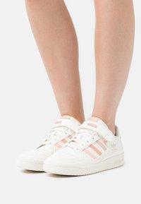 adidas Originals - FORUM - Trainers - white - 0