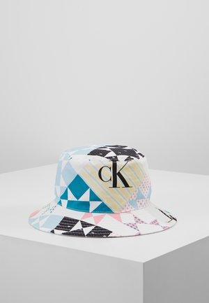 BUCKET HAT - Hat - white
