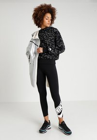 Nike Sportswear - NSW LEGASEE 7/8 FUTURA - Leggings - black/white - 1