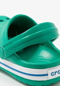 Crocs - CROCBAND - Pool slides - deep green/prep blue - 2