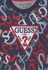 Guess - Triko spotiskem - blue - 2