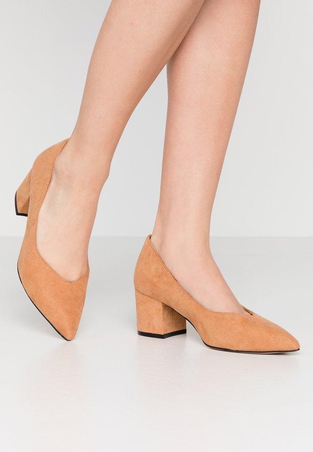 BIADIVIDED - Klassiske pumps - light brown