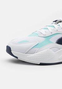 Puma - RS-X³ HARD DRIVE UNISEX - Baskets basses - white/blue - 5
