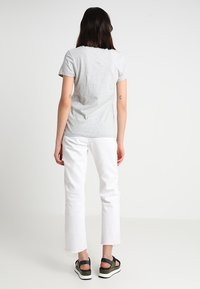 Calvin Klein Jeans - INSTITUTIONAL LOGO TEE - T-shirt med print - light grey heather - 2