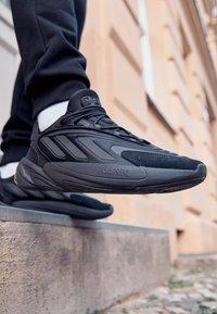 adidas Originals - OZELIA UNISEX - Trainers - core black/carbon - 2