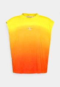 DIP DYE MUSCLE TEE - Top - yellow