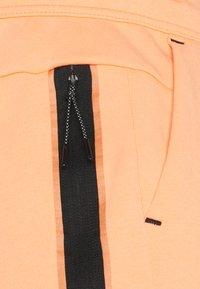 Nike Sportswear - WASH - Shorts - orange frost/black - 5