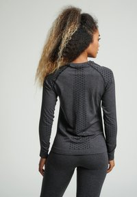 Hummel - HMLCI SEAMLESS  - Long sleeved top - black melange