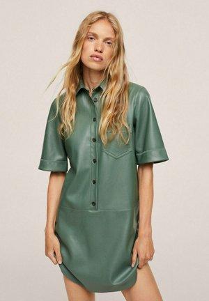 EFECTO PIEL - Vestido camisero - verde