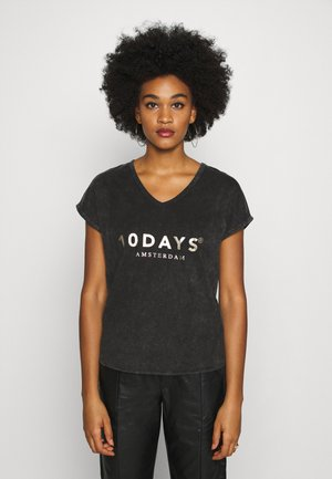 THE FADE OUT TEE - Print T-shirt - grey
