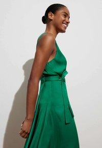 OYSHO - Denní šaty - evergreen - 0