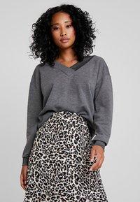 Vero Moda - VMCESINA V NECK  - Sweatshirt - dark grey - 0