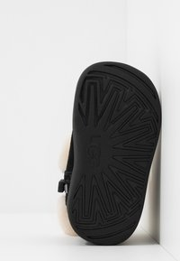 UGG - JORIE - Baby shoes - black - 5