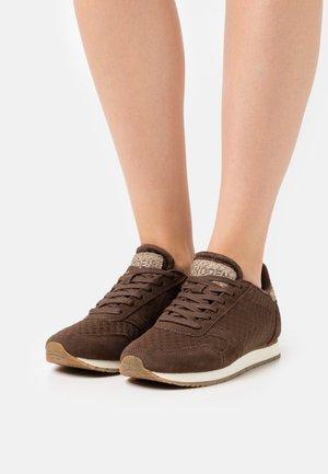 YDUN SUEDE MESH II - Sneakers laag - chestnut