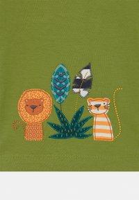 Sense Organics - TOBI ANIMAL BABY  - Print T-shirt - green - 2