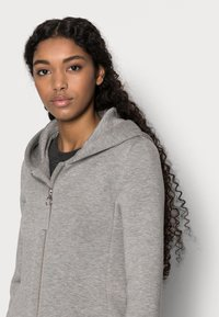 ONLY Petite - ONLLENA HOOD COAT PETIT  - Zip-up hoodie - light grey melange - 3