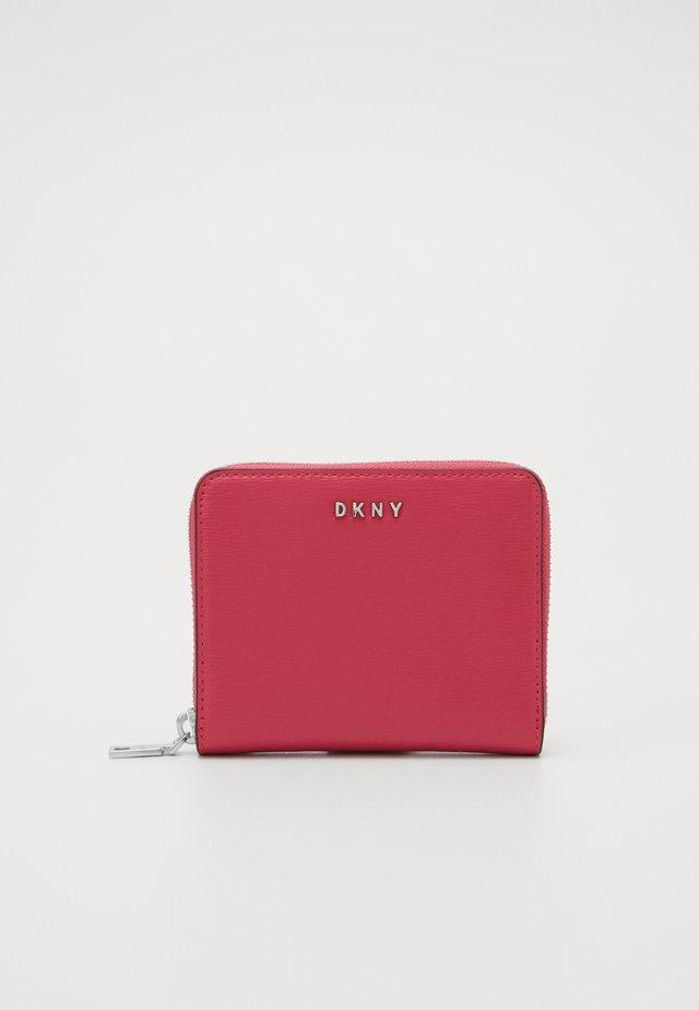 BRYANT ZIP AROUND LOGO - Lompakko - electric pink