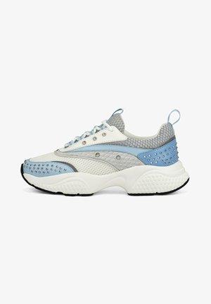 SCALE RUNNER-STUD - Sneakers laag - white