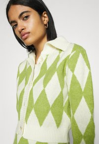 Glamorous - COLLAR CARDIGAN - Cardigan - green/off white - 4