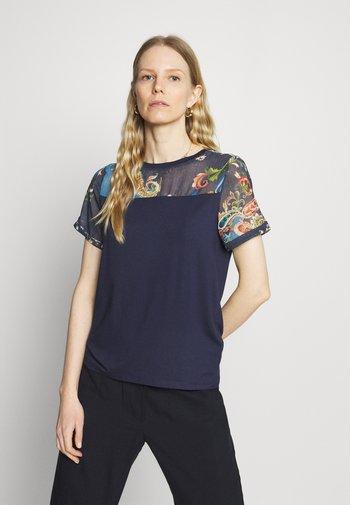 VIENA - T-shirts med print - blue