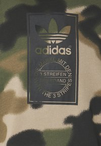 adidas Originals - CAMO HOODIE - Sweat à capuche - wild pine/multicolor/black - 6