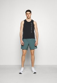 Nike Performance - MILER TANK HYBRD - Toppe - black/reflective silver - 1