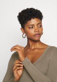 Missguided - NECK BODY - Pullover - khaki - 3