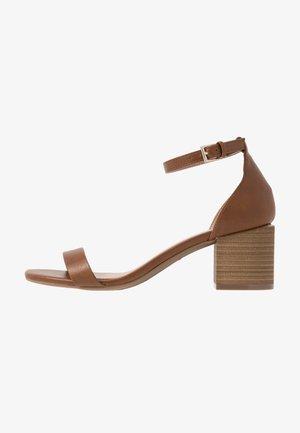 MAKENZIE - Bridal shoes - cognac