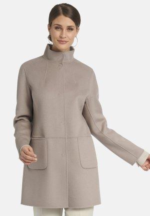 MIT STEHKRAGEN - Short coat - taupe