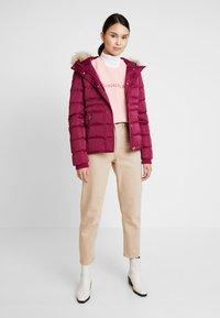 Calvin Klein Jeans - FITTED PUFFER - Dunjakke - beet red - 1