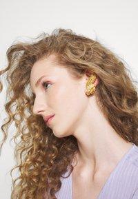 Versace - ORECCHINI - Boucles d'oreilles - verde/oro tribute - 1
