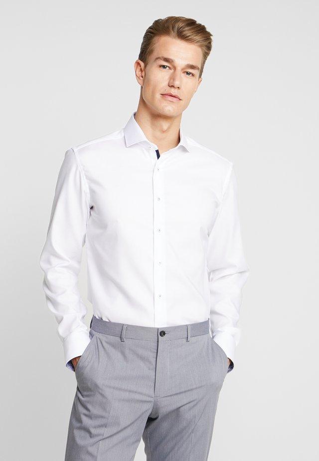 SLIM FIT - Finskjorte - white