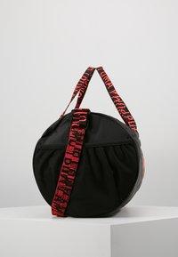 Puma - ESS BARREL BAG - Sports bag - black/pink alert - 3