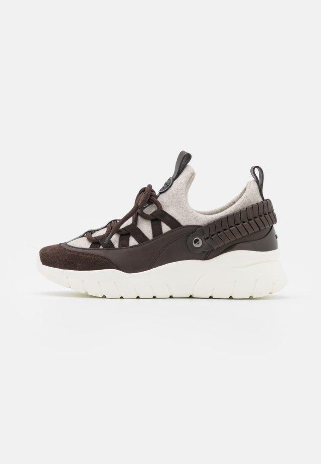 BROGAN - Sneakersy niskie - ebano