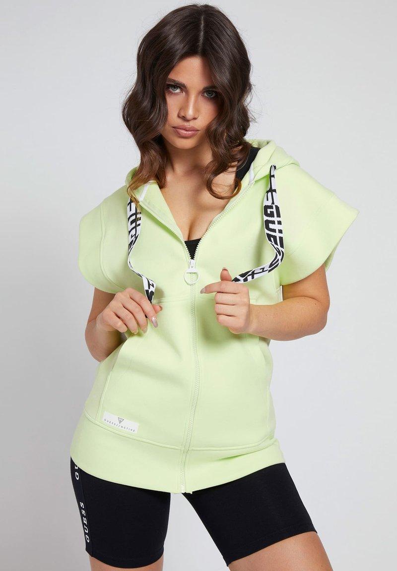 Guess - LOGO-TUNNELZUG - Zip-up hoodie - grün