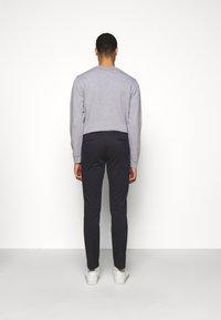 Hackett London - KENSINGTON SLIM - Chino kalhoty - navy - 2