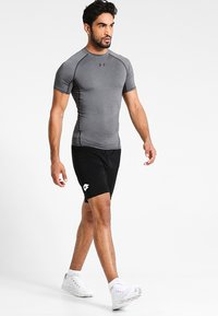 Under Armour - Camiseta estampada - dunkelgrau/schwarz - 1