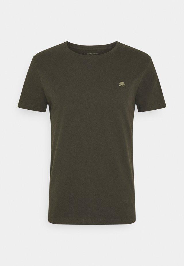 LOGO SOFTWASH TEE - Basic T-shirt - nightshade global