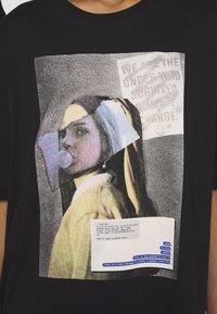 RETHINK Status - UNISEX - T-shirt med print - black - 5