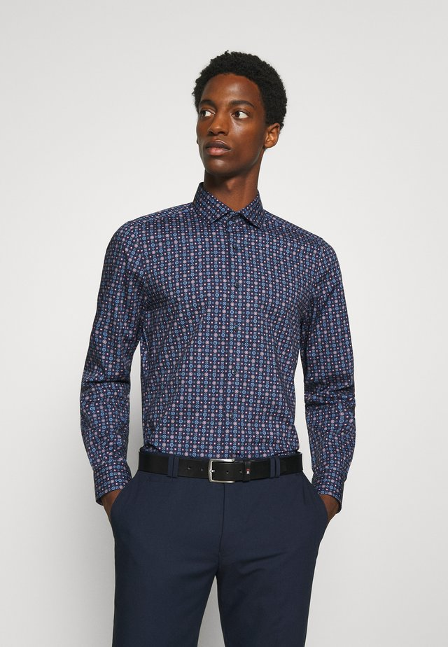 Level 5 - Formal shirt - dunkelrot