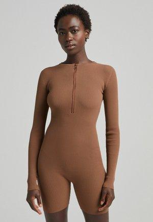 MIT LANGEN ÄRMELN UND REISSVERSCHLUSS  - Jumpsuit - brown