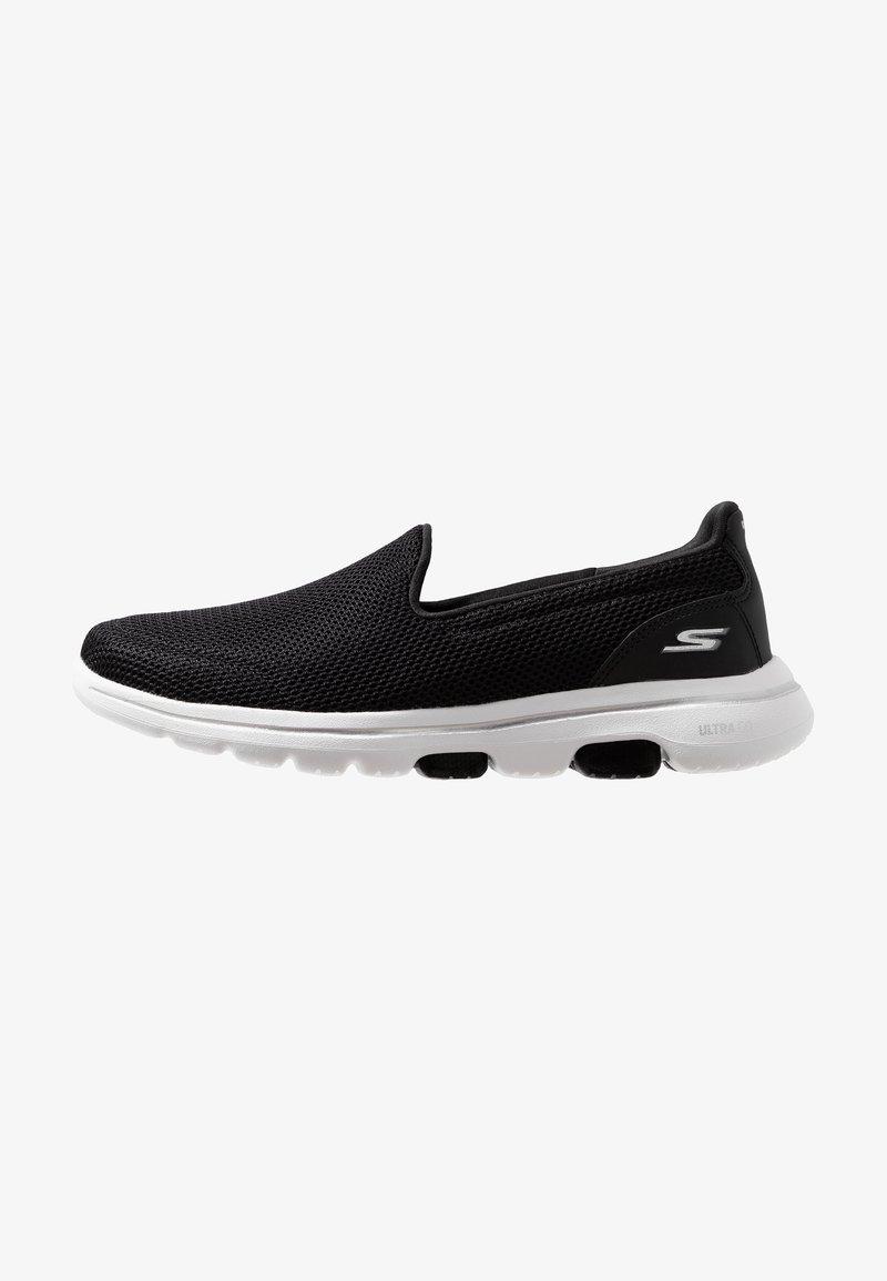 Constitución Apto Estado  Skechers Performance GO WALK 5 - Zapatillas para caminar - black/white -  Zalando.es