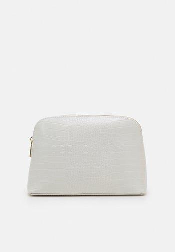 CROCALA - Wash bag - nude