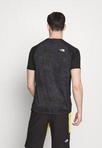 The North Face - MENS AMBITION - T-shirt med print - dark grey/black - 2