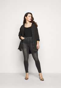 New Look Curves - SEAMED - Long sleeved top - black - 1