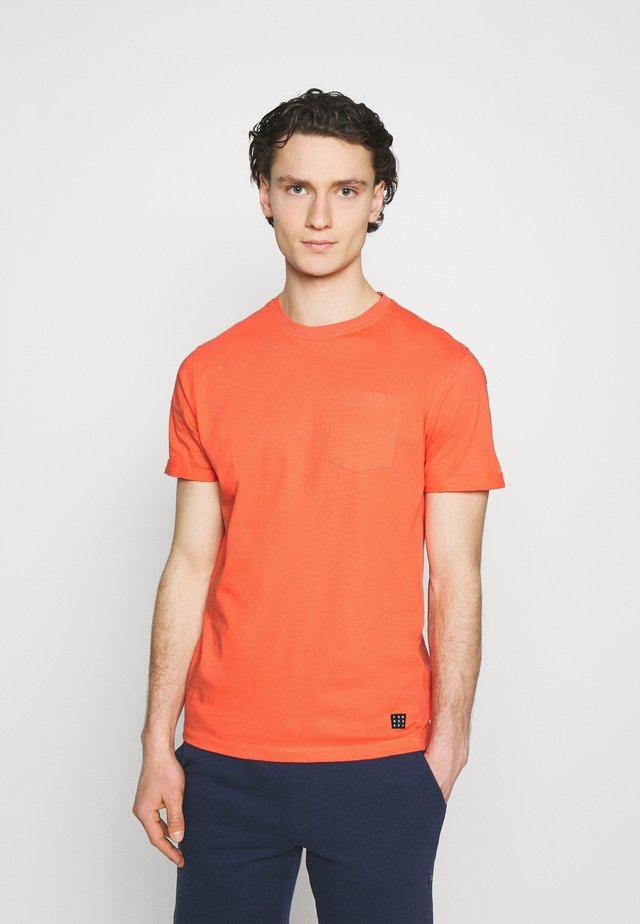 TEE - Jednoduché triko - emberglow